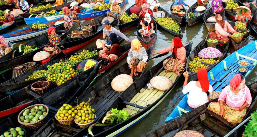 Objek Wisata Pasar Terapung Tempat Andalan Di Banjarmasin Twisata