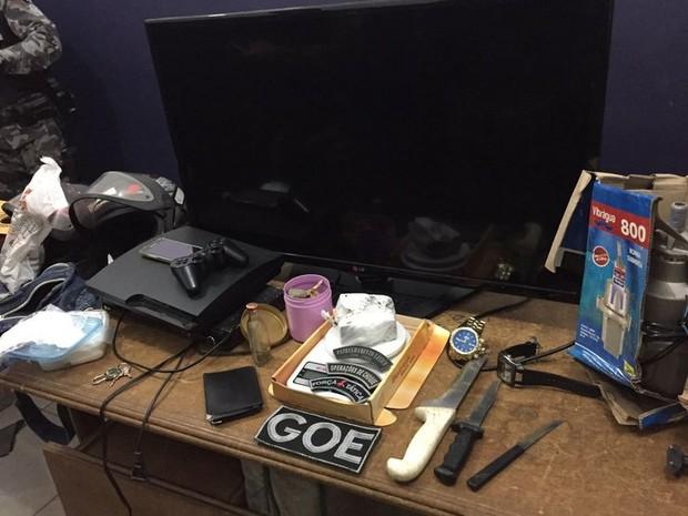 Polícia faz abordagens para achar suspeitos de crimes de roubo