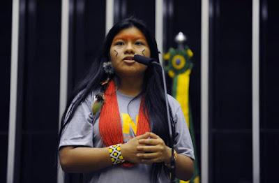 Índia Ysani Kalapalo fala o óbvio: apropriação cultural é papo de maluco