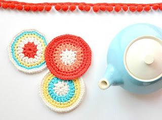 porta copos de croche flores de crochê colorido
