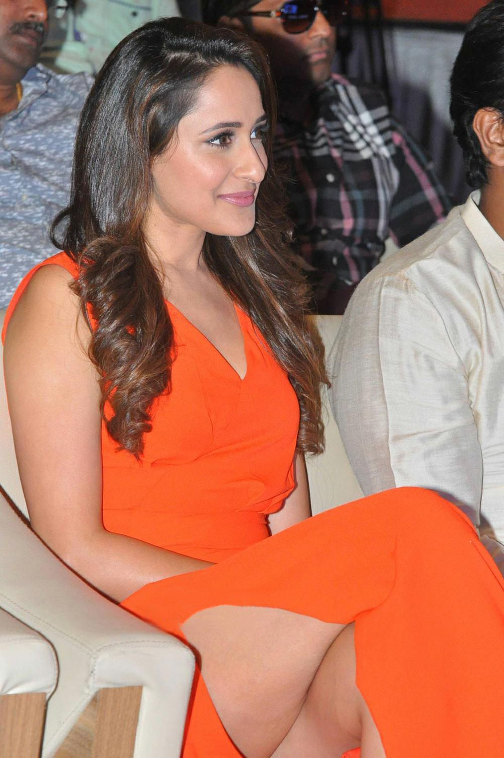 Beauty Galore HD : Pragya Jaiswal Oops Moment Inner Thigh Peek At ...