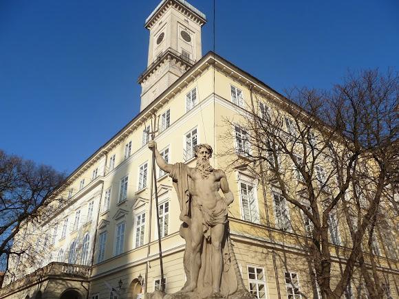Львов. Площадь Рынок, 1. Ратуша. Фонтан «Нептун». 1793 г.