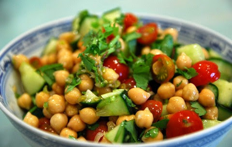 Nutritious chickpea and tomato salad