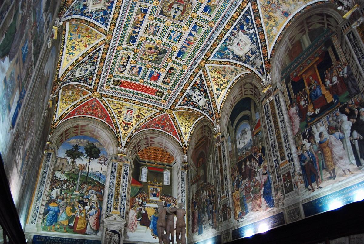La somptueuse bibliothèque Piccolomini