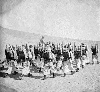 http://archives.ecpad.fr/campagne-de-reconnaissance-du-lieutenant-guillo-lohan-au-sahara/