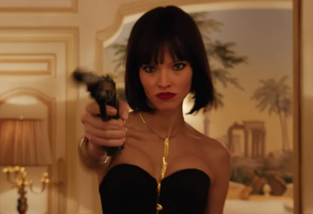 "Sasha Luss é uma assassina implacável no trailer de ""Anna"""