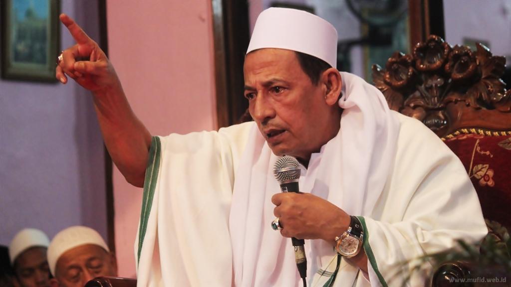 Profil Biodata Habib Luthfi Bin Yahya Mufid Majnun