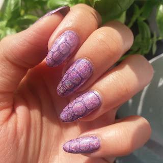 #06 Violet nails