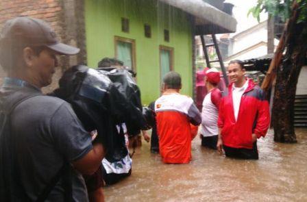 """""""Pak, Rumah Saya Banjir Seleher"""", Anies: Semoga Lekas Surut"""