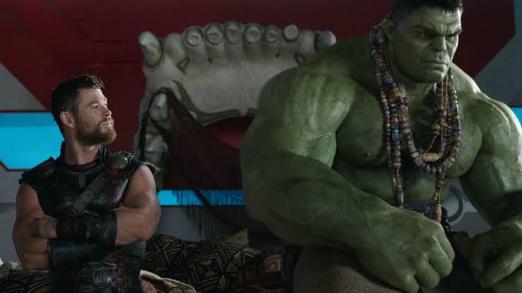 Mark Ruffalo diz que ele e Chris Hemsworth improvisaram em grande parte do roteiro de Thor: Ragnarok