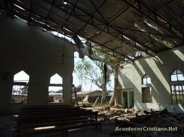 Iglesia destruida tras atentado suicida en Nigeria