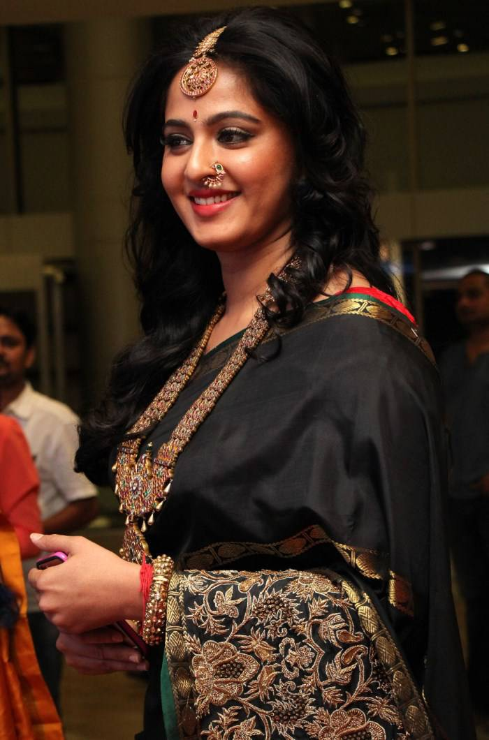 Anushka Shetty Hot Stills  At Fashion Show In Black Saree
