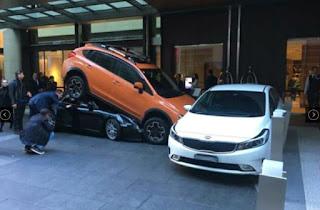 Porsche terperosok bawah SUV