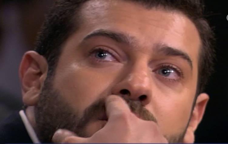 """سبب بكاء الممثل """" عمرو يوسف """" على الهواء و عدم سيطرته علي نفسه"""