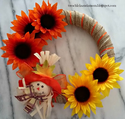 http://twochicksandamom.blogspot.com.es/2017/09/dollar-store-craft-blog-hop-fall-wreath.html
