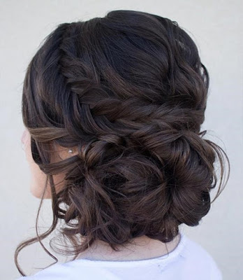 Simple-and-stylish-hairstyles-for-bridesmaids-for-long-hair-7