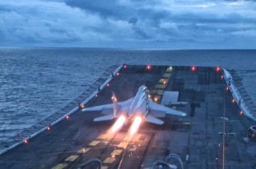 MiG-29K Fulcrum di kapal induk INS Vikramaditya