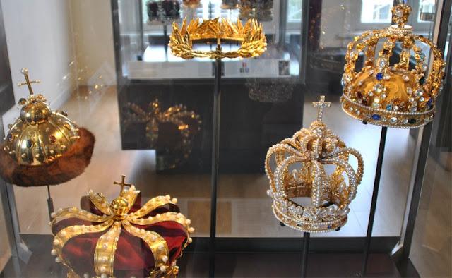 Coroas reais no Museu dos Diamantes