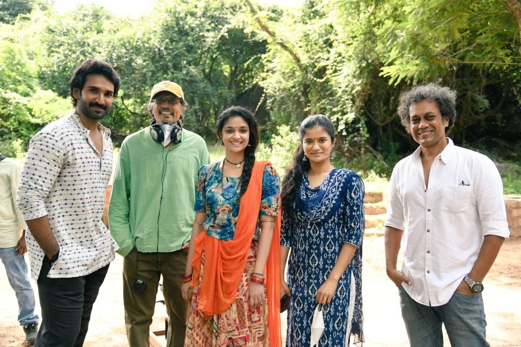 Keerthy Suresh and Aadhi with Good Luck Sakhi team While wrap the Shooting