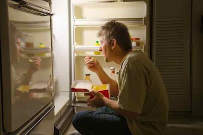 تناول الطعام في وقت متأخر من المساء