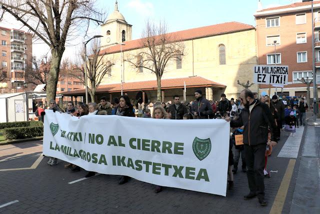 Manifestación de familias y trabajadores de La Milagrosa por San Vicente