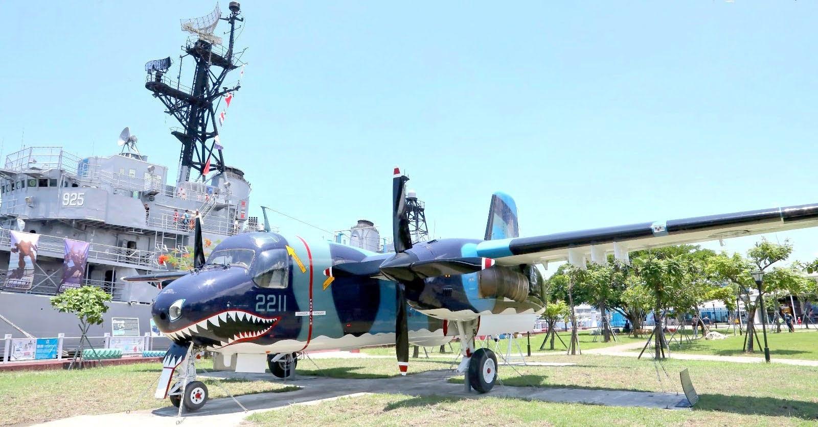 安平德陽艦園區新亮點|除役「鯊魚機」S-2T反潛機進駐