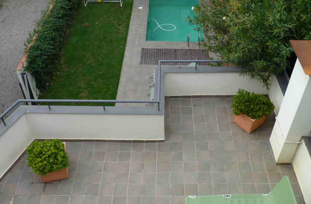 Decoraci n minimalista y contempor nea albercas en el for Decoracion patio con piscina