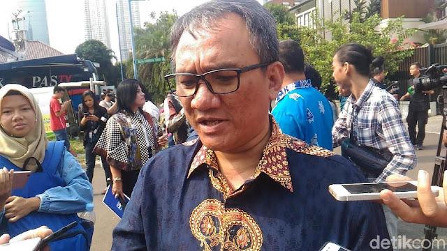 Andi Arief Sebut Pemeriksaan Rocky Gerung Intervensi Istana