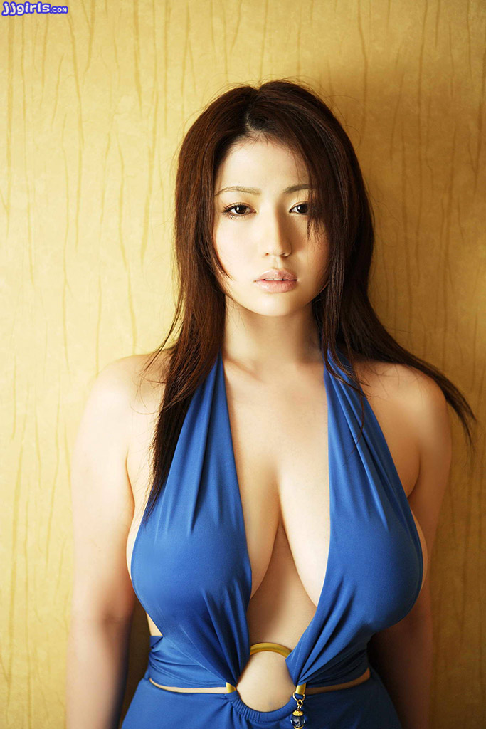 Some Beauties From India: Wallpaper World: Spicy Japanese Busty Doll Model Bikini