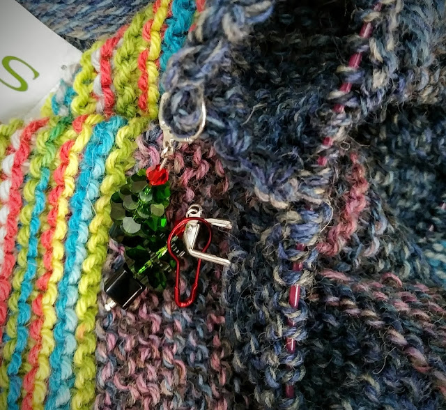 Using stitch markers to indicate the need for increases and decreases.  https://www.ravelry.com/projects/jeanniegrayknits/kroy-blanket