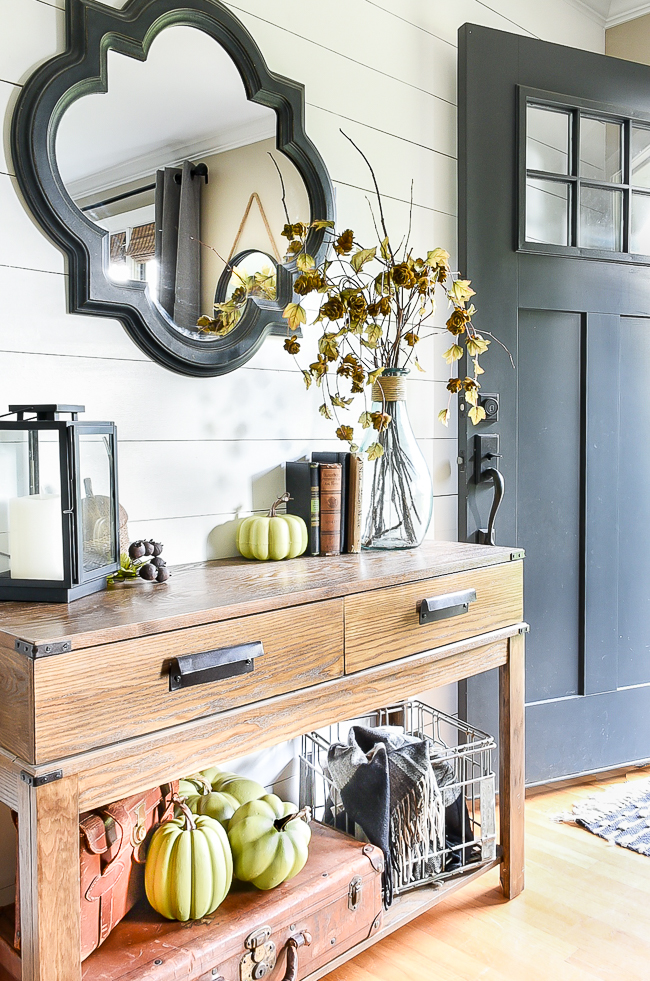 Neutral fall entry decor