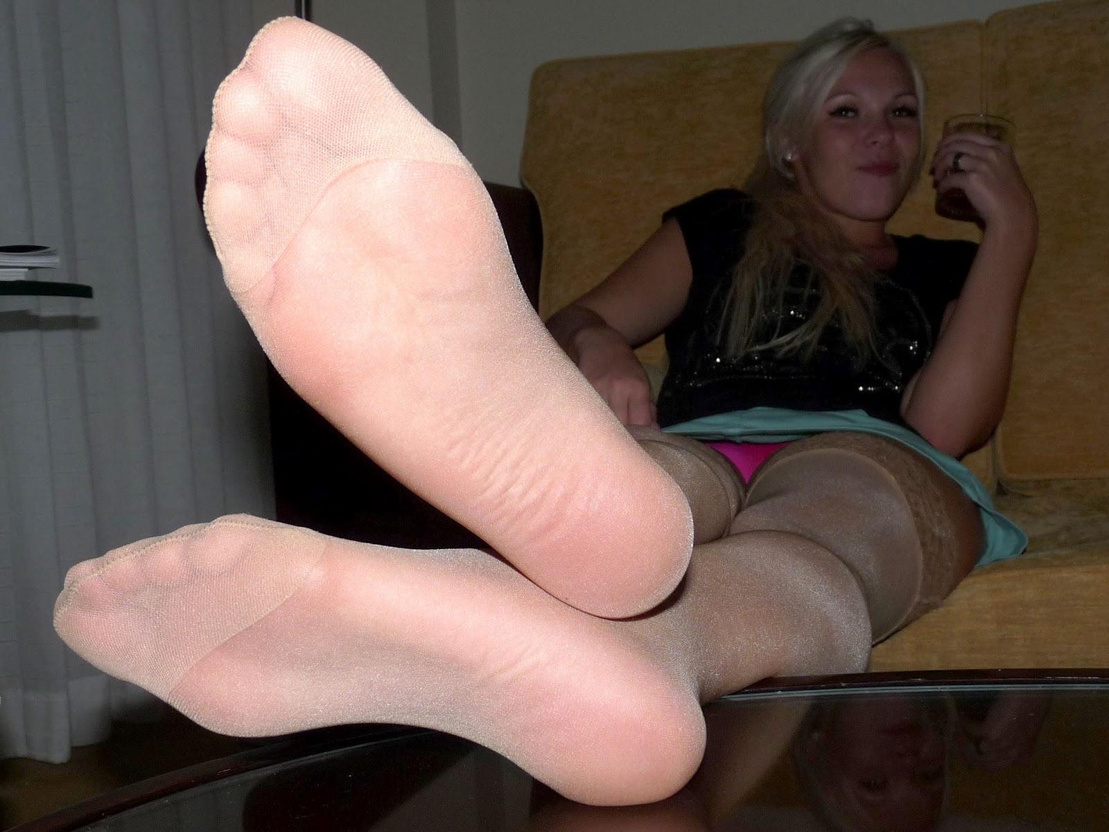 pantyhose feet candid jpg 1500x1000