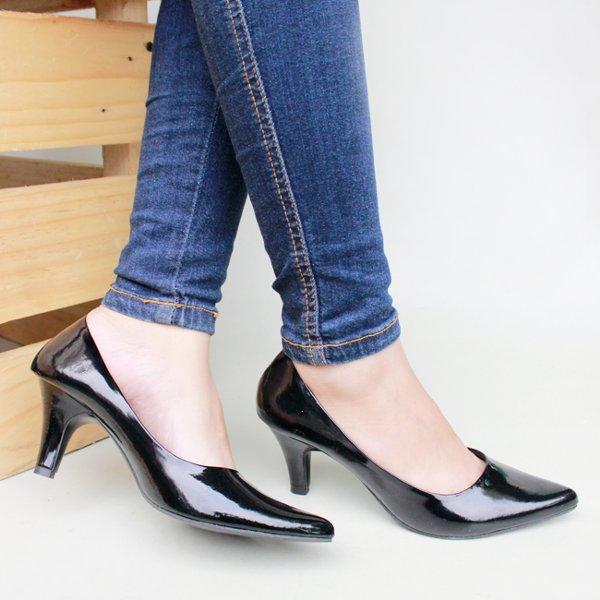 Sepatu kerja wanita branded