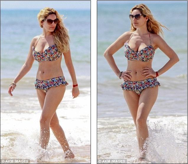 kelly preston bikini
