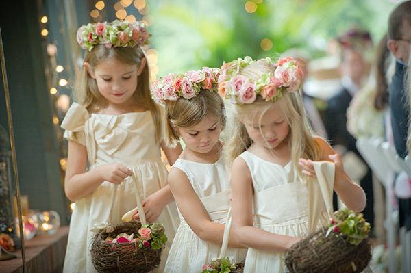 Resultado de imagem para tiaras para cabelos com flores para daminhas 2016
