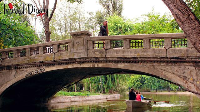 Βαρκάδα στο αρχαιότερο πάρκο του Βουκουρεστίου! (βίντεο)