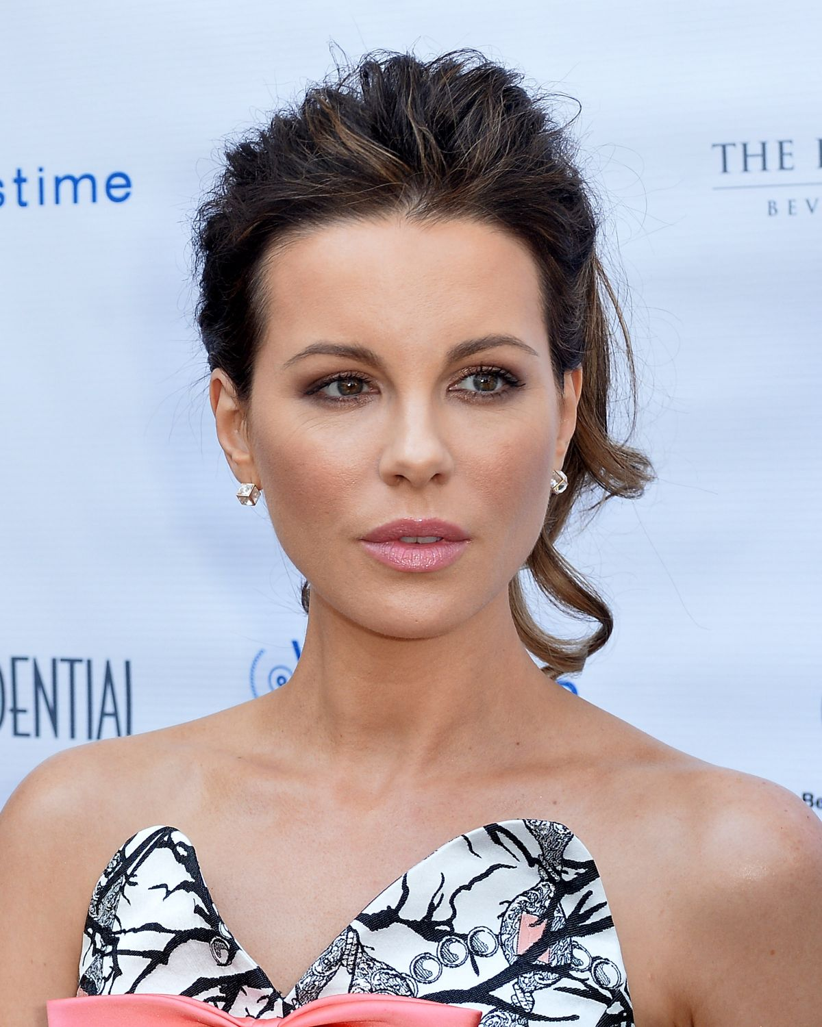 Full HD Photos of Kate Beckinsale at Los Angeles Confidential Magazine's Annual Women of Influence in Bevrly Hills
