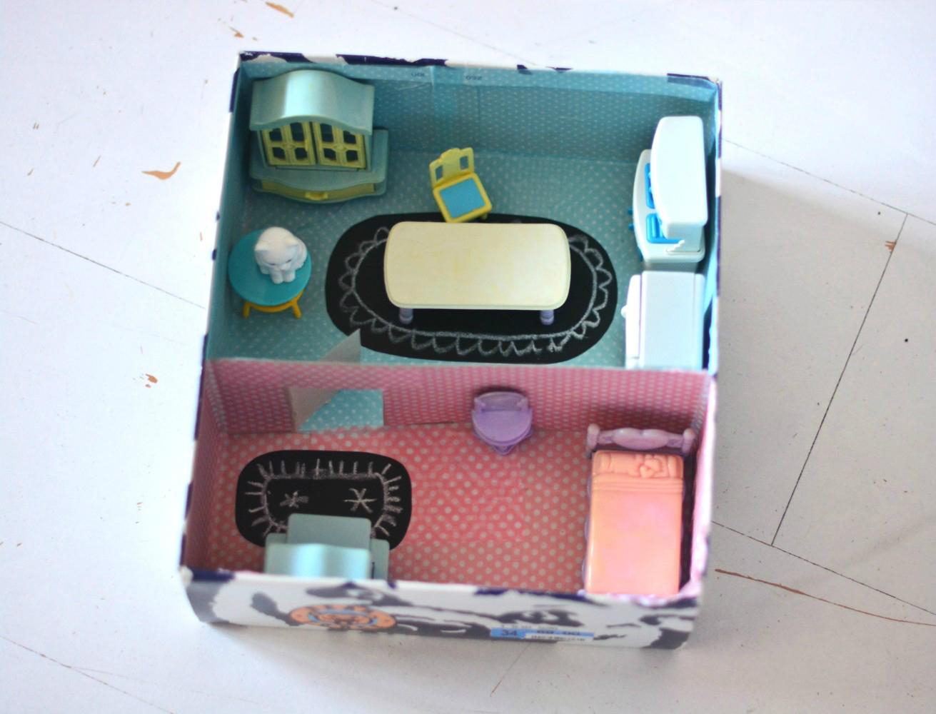 DIY: domek dla lalek w pudełku po butach