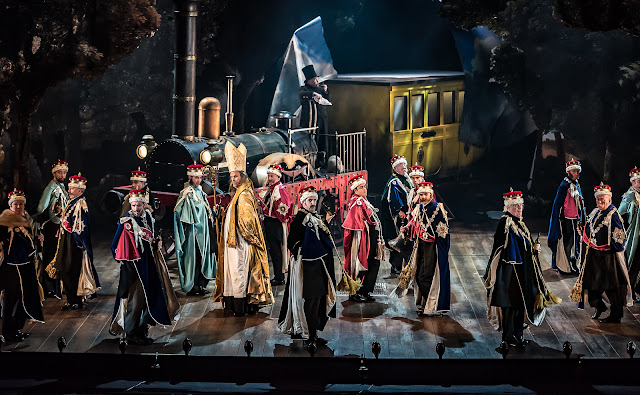 G&S: Iolanthe - English National Opera (Photo Clive Barda)