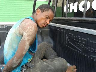 Ladrão é preso após ser encontrado dentro de sofá em Aracaju