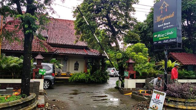 Lokasi Mie Ceker Bandung menyatu dengan Guest House