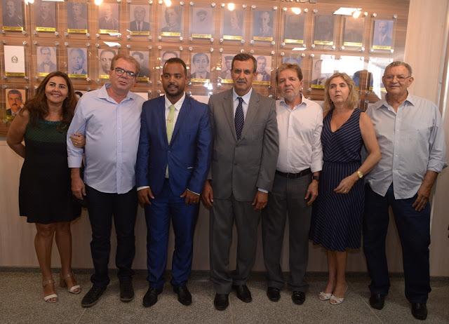 Prefeito Zito Barbosa participa de solenidade no Poder Legislativo e é homenageado com a medalha Coronel Martiniano Ferreira Caparrosa