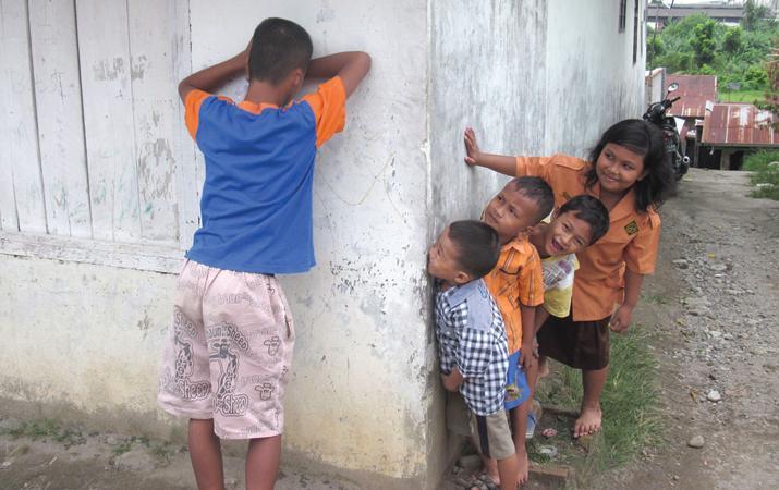 mainan anak tradisional petak umpet