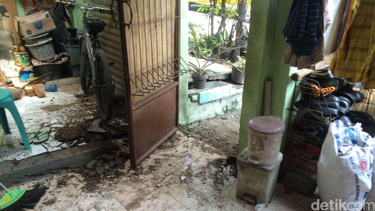 Kondisi rumah rusak karena ledakan