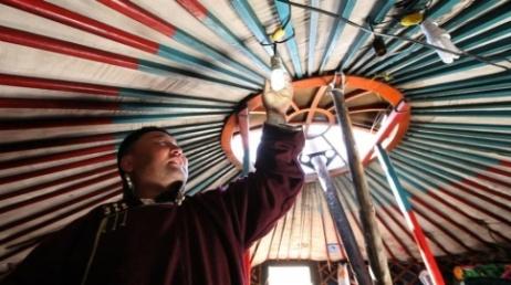 electricidad en yurta mongolia