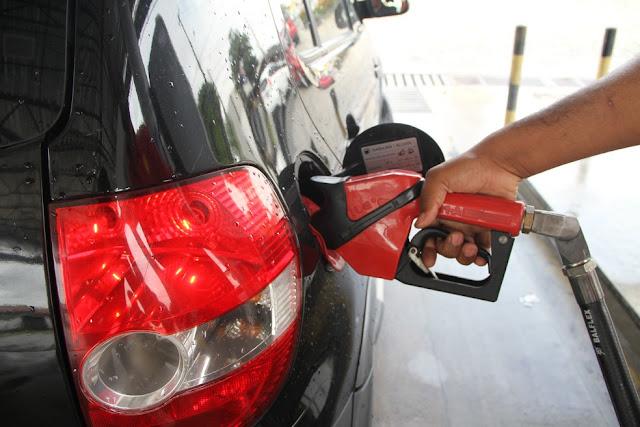Exigir nota fiscal em postos fará com que preço da gasolina baixe?