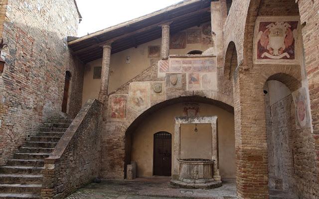Informações sobre o Palazzo Comunale em San Gimignano
