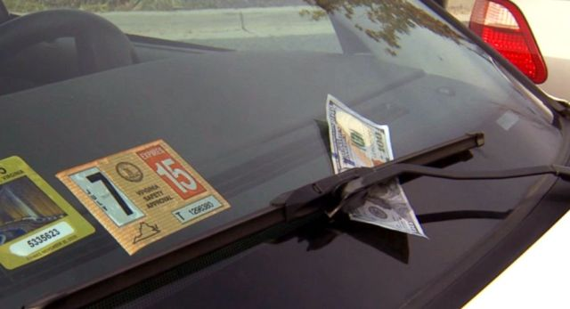 fake 100 dollar not eonyour windscreen