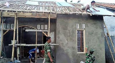 Meski Baru Pemasangan Genteng, Optimis Rehab Rumah Kirno Selesai