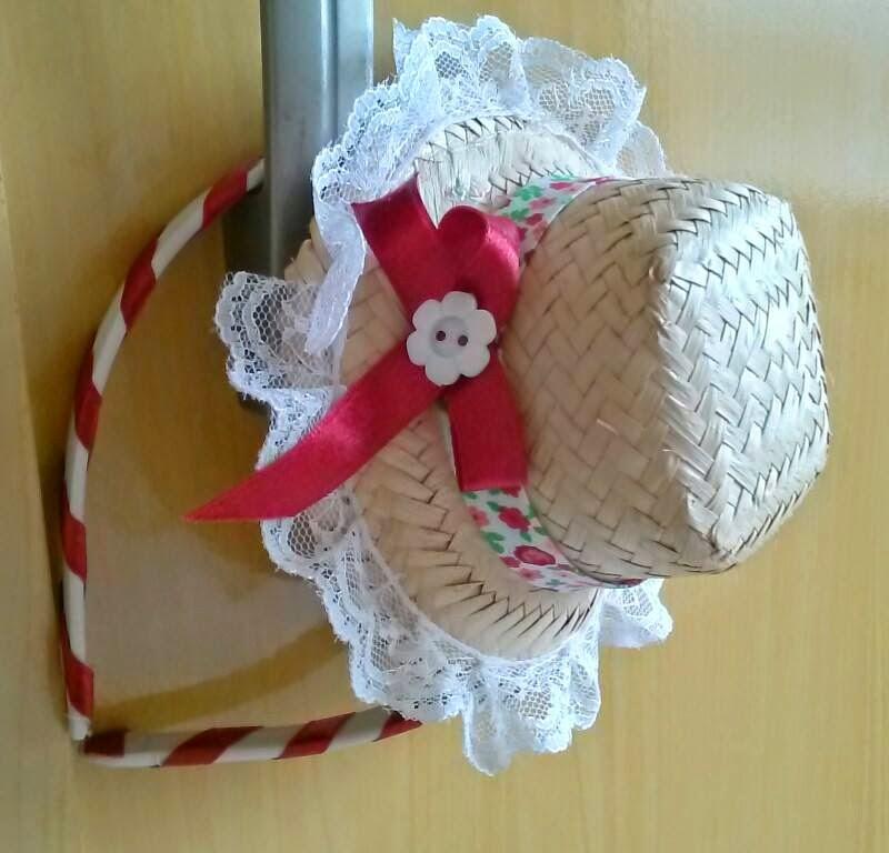 Bazar da Bonekinha  Tiara c  mini chapéu caipira Romântica 72b7f40fd9a